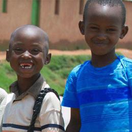 Bietet und unterstützt Kinder bei ihrer Ausbildung